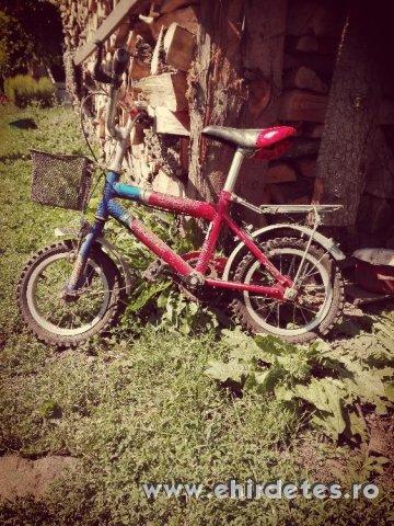 Gyerek bicikli gyerek ruhak es cipök