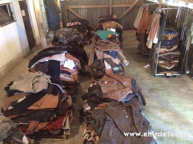 Használt ruha bőr velúr áru - ruha a2a002a95d