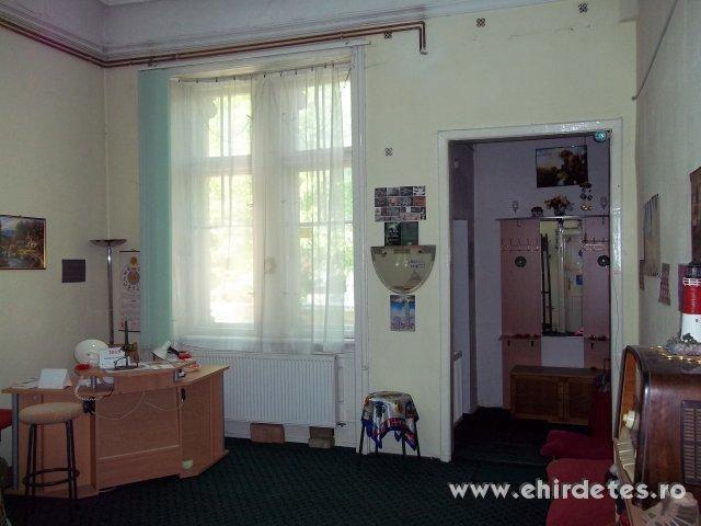 Kiadó egy 6 szobás lakás a Vár közelében